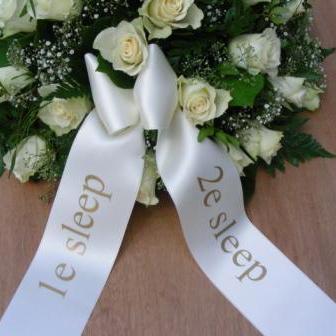 rouwstuk of rouwboeket met 2 linten bestellen