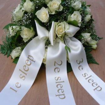 rouwstuk of rouboeket met 3 linten bestellen
