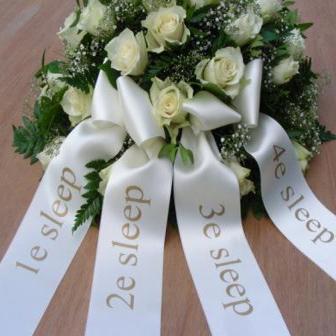 rouwstuk of rouwboeket met 4 linten bestellen